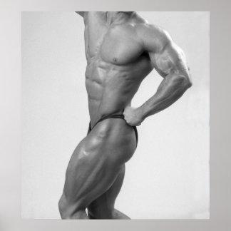 Bodybuilder en la presentación del poster del jueg