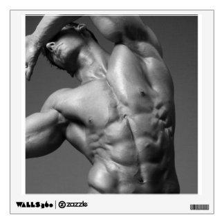 Bodybuilder masculino rasgado y etiqueta modelo de