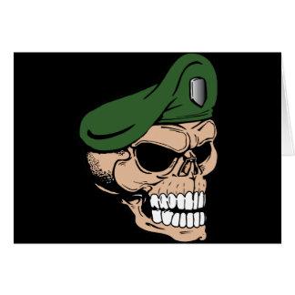 Boina verde del cráneo tarjeta de felicitación