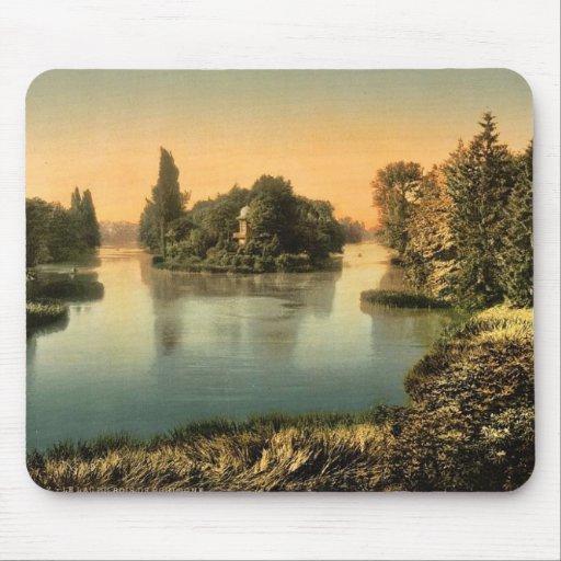 Bois du Boulougne (i.e., Boulogne), the lake, Pari Mouse Pad