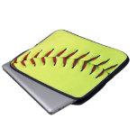 Bola amarilla del softball fundas ordendadores