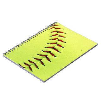 Bola amarilla del softball libros de apuntes con espiral