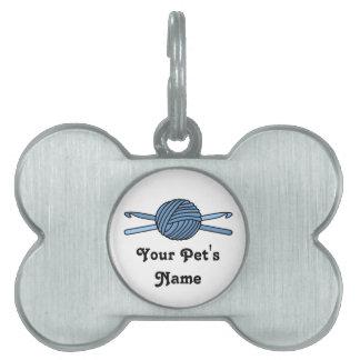 Bola azul de los ganchos del hilado y de ganchillo placa de mascota