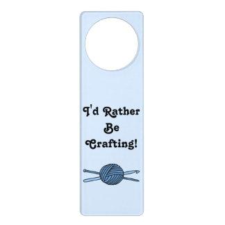 Bola azul del hilado (punto y ganchillo - versión colgadores para puertas