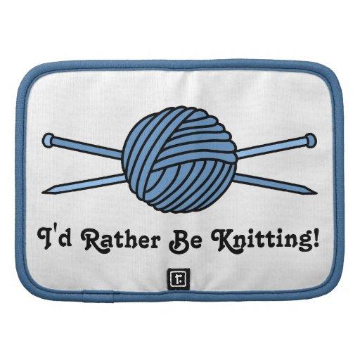 Bola azul del hilado y de las agujas que hacen pun planificador