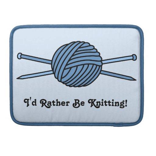 Bola azul del hilado y de las agujas que hacen pun fundas para macbooks