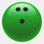 Bola de bolos verde etiquetas redondas