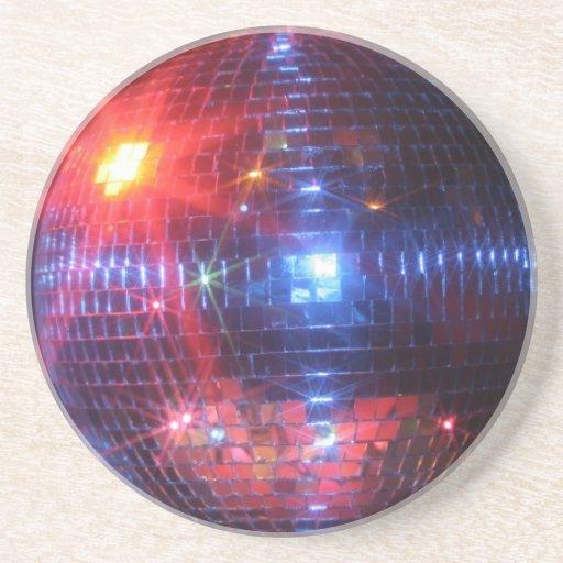 Bola de discoteca con los rayos laser posavasos para bebidas
