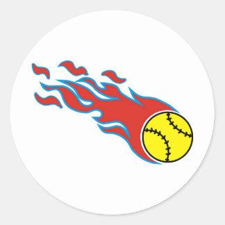 Bola de fuego del softball pegatina redonda