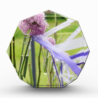Bola de la flor de la lavanda con fluir cintas