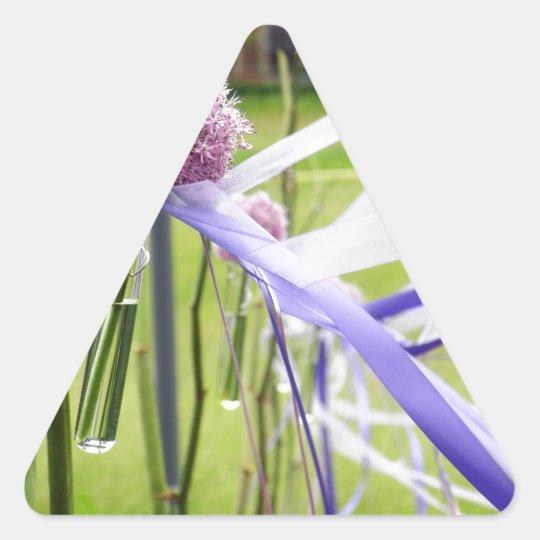 Bola de la flor de la lavanda con fluir cintas pegatina triangular