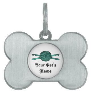 Bola de la turquesa de los ganchos del hilado y de placas de nombre de mascota