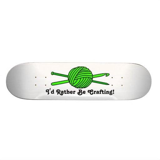 Bola de la verde lima del hilado (punto y ganchill patines