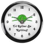 Bola de la verde lima del hilado y de las agujas q relojes aquavista