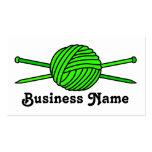Bola de la verde lima del hilado y de las agujas plantillas de tarjetas de visita