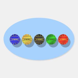 Bola de los jugadores de polo del agua y de los ju calcomanía oval personalizadas