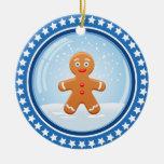 Bola de nieve del navidad con el hombre de pan de  adorno de navidad