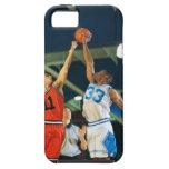 Bola de salto en juego de baloncesto iPhone 5 Case-Mate funda