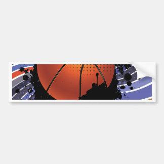Bola del baloncesto en el fondo 2 de los rayos pegatina para auto
