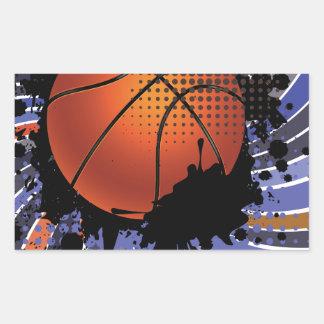 Bola del baloncesto en el fondo 2 de los rayos pegatina rectangular