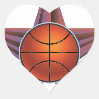 Bola del baloncesto en el fondo 3 de los rayos pegatina en forma de corazón