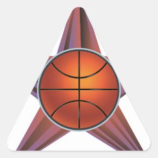 Bola del baloncesto en el fondo 3 de los rayos pegatina triangular