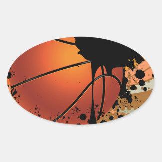 Bola del baloncesto en fondo de los rayos pegatina ovalada