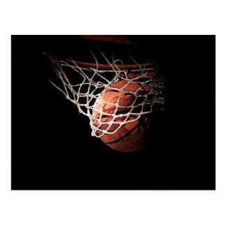 Bola del baloncesto en la acción tarjeta postal