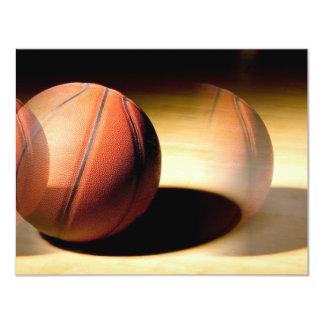 Bola del baloncesto invitaciones personalizada