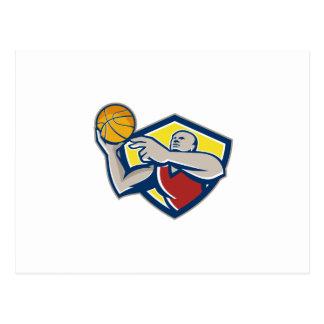 Bola del desarme del jugador de básquet retra tarjetas postales