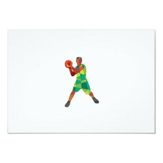 """Bola del jugador de básquet en polígono bajo de la invitación 3.5"""" x 5"""""""