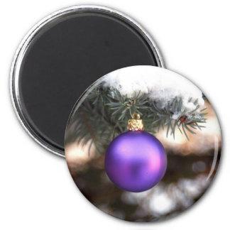 Bola del navidad en árbol imán para frigorifico