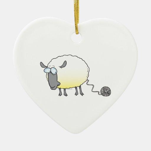 bola divertida del dibujo animado reproducido adorno navideño de cerámica en forma de corazón