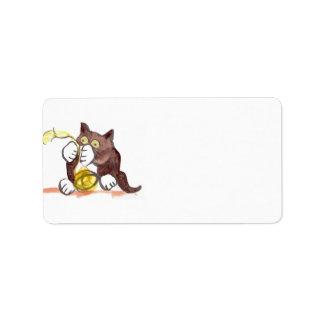 Bola fascinadora del hilado y del gatito etiqueta de dirección