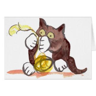 Bola fascinadora del hilado y del gatito tarjeta de felicitación