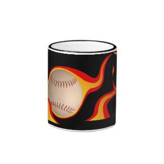 bola llameante del béisbol taza a dos colores