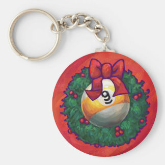 Bola nueve en guirnalda del navidad en rojo llavero redondo tipo pin