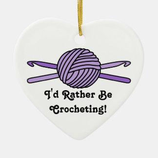 Bola púrpura de los ganchos del hilado y de ornamento de navidad