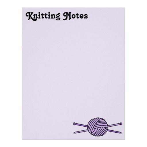 Bola púrpura del hilado y de las agujas que hacen  membrete a diseño