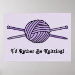 Bola púrpura del hilado y de las agujas que hacen  impresiones
