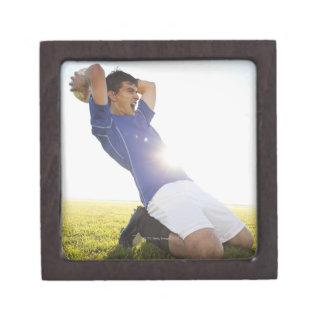 Bola que lanza del jugador de fútbol caja de recuerdo de calidad