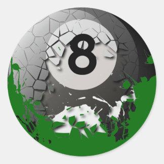 Bola quebrada y agrietada 8 etiqueta redonda