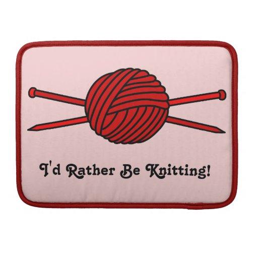 Bola roja del hilado y de las agujas que hacen pun fundas para macbooks