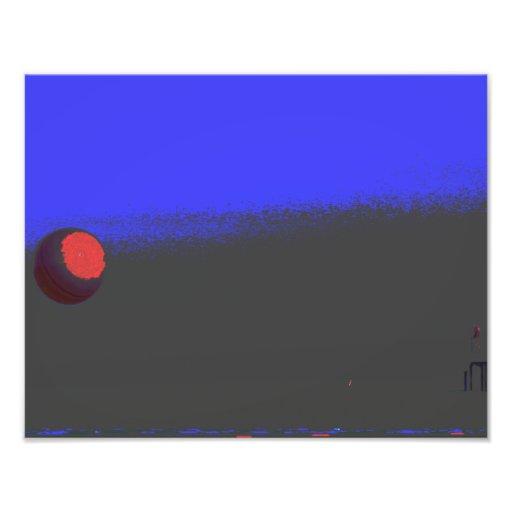 Bola roja en la playa cojinete