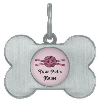 Bola rosada de los ganchos del hilado y de ganchil placa mascota