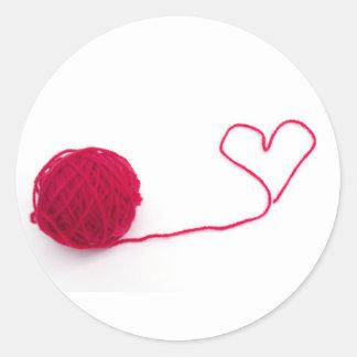 Bola rosada del amor pegatina redonda