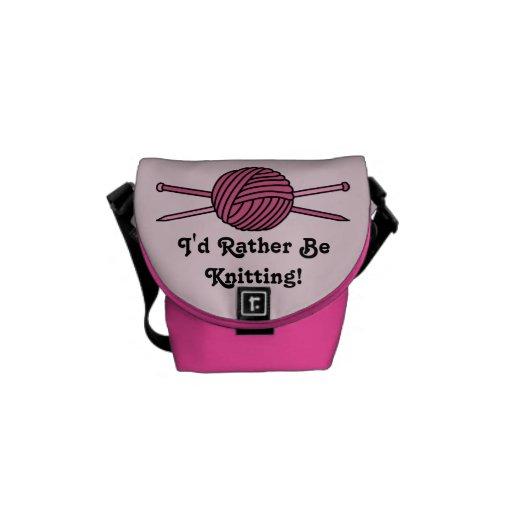 Bola rosada del hilado y de las agujas que hacen p bolsa de mensajería