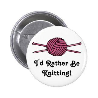 Bola rosada del hilado y de las agujas que hacen p pin