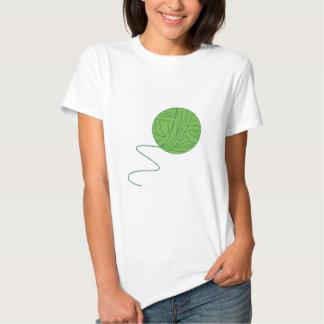 Bola verde del hilado camisas