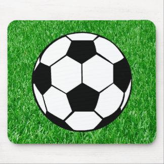 Bola y césped de fútbol tapete de ratón